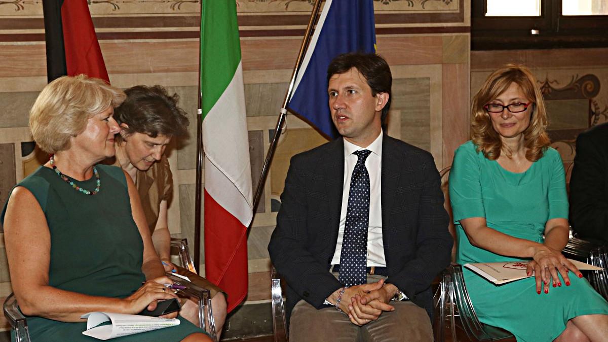 Lucia Herbst traduce in Palazzo Vecchio per il ministro tedesco della cultura Monika Grütters, il sindaco Dario Nardella e l'assessore alle relazioni internazionali Nicoletta Mantovani